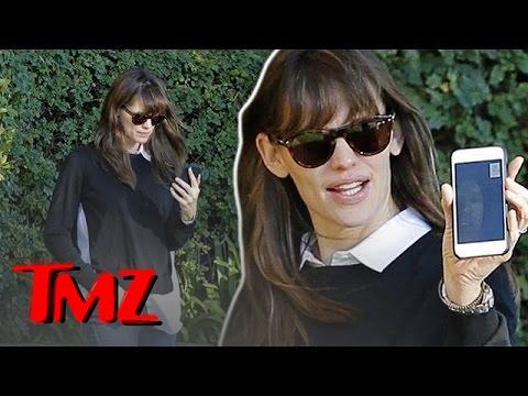 Jennifer Garner Facetime's With Ben Affleck
