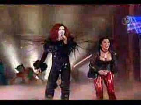 Marilyn Menson y Alejandra Guzman cantan --Hey suegra--