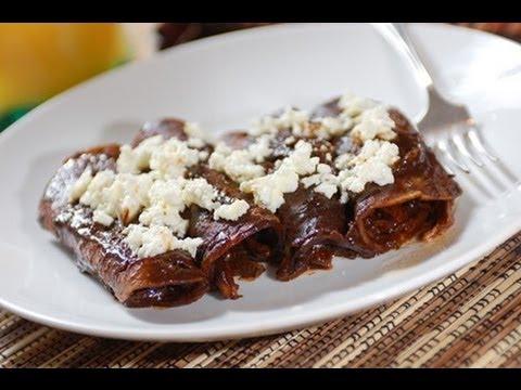 Enmoladas de pollo - Chicken mole enchiladas - Recetas de cocina ...