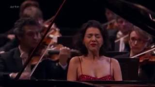 Khatia Buniatishvili Plays Grieg 39 S Piano Concerto