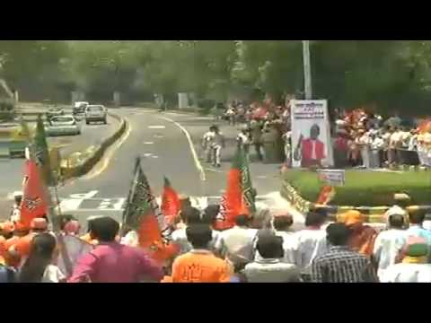 Massive crowd joins Shri Modi in Delhi after victory in General Elections