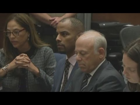 Former NFL star Darren Sharper accepts sex assault plea deal