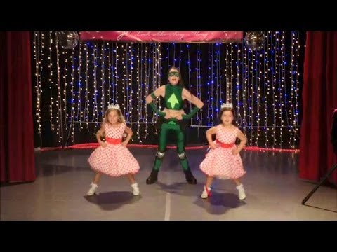 Sophia Grace & Rosie Perform 'u Can't Touch This' video