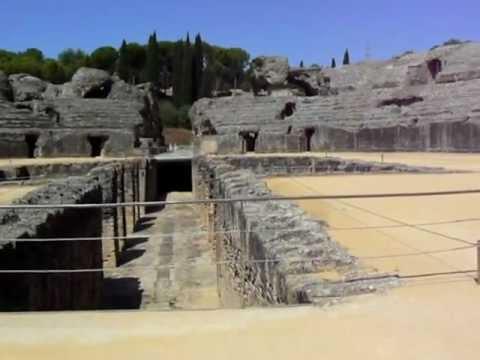 <p> Anfiteatro di Italica (ora Santiponce periferia di Siviglia)</p>