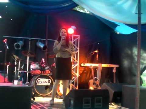 Mara rubía cantando no encontro Paz nas familias em Mafra