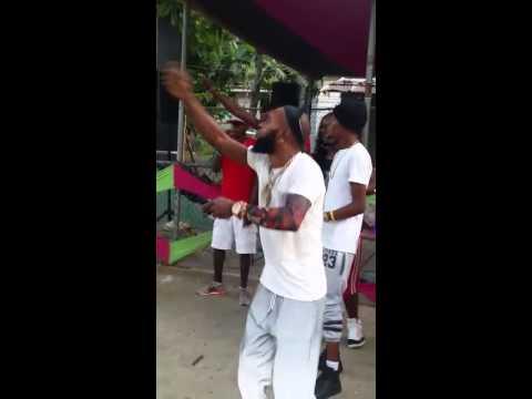 VIDEO: KREECHA Kite Style Hottest Dance in KINGSTON, JAMAICA ▶️MAVADO▶️DANCE