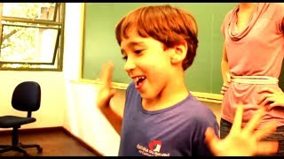 Existe criança mais irritante que esse menino?