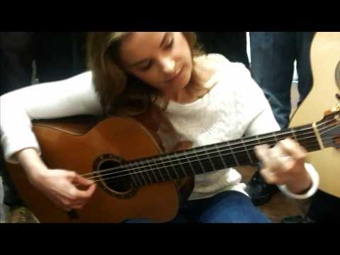 Ana Vidovic Probando Una Guitarra UYAGUARI QUEZADA
