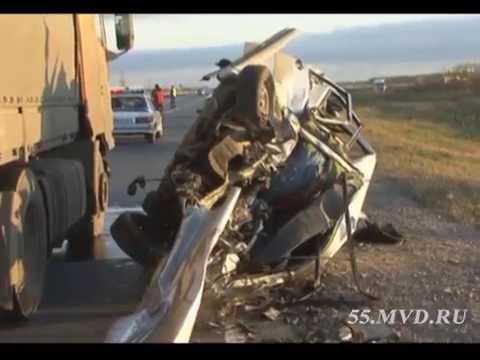 Момент лобового столкновения на трассе Тюмень-Омск / frontal car accident