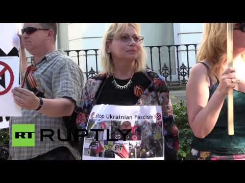 England: Protesters rally against Ukrainian Rada's communist ban