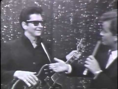 Roy Orbison - OH, PRETTY WOMAN - Roy Orbison on American Bandstand 1966