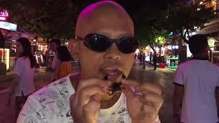 ( CULINARY) EATING MAKAN TARANTULA & SCORPION - PUB STREET - SIEM REAP - CAMBODIA- CRAZY - GILA