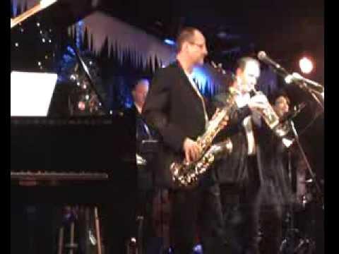 Kissin' by the Mistletoe (Aretha Franklin) - Groove Juice Christmas 2013