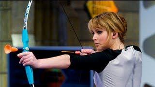 Jennifer Lawrence Shoots a Bow and Arrow on El Hormiguero!