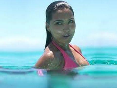 Lara Dutta Exposing Hot Thighs & Sexy Legs   Kissing Scene video