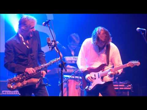 The Straits - Telegraph Road [La Cigale, Paris, 27.03.12]