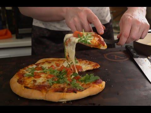 """Рецепт классической пиццы """"как я люблю""""."""