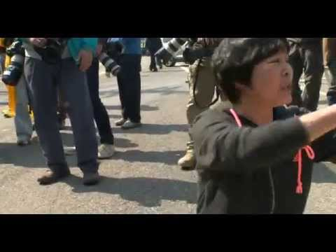 BBC News South Korea ferry disaster: Families and police clash at protest