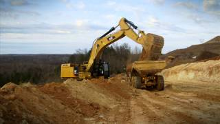 Cat® 374F Large Excavator at Work | Truck Loading
