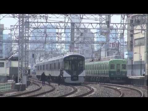 【京阪電鉄】停電により停車する列車と列車から降りる乗客@土居('13/03)