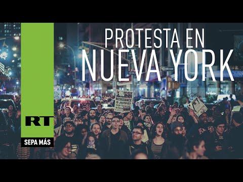 """""""¡No disparen!"""": Manifestantes bloquean un puente de Nueva York"""