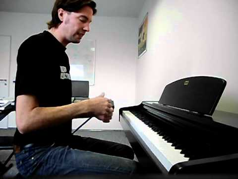 How to play funk groove on piano or keyboard - lesson by carsten homberg german