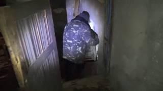 Вода с лопнувшей трубы затопила подвал многоэтажки в Василькове.