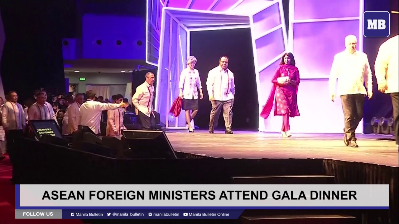ASEAN foreign ministers attend gala dinner
