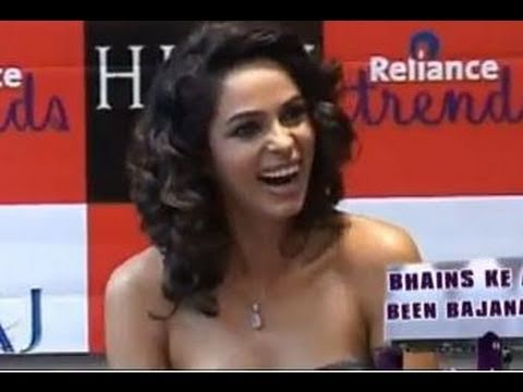 Mallika Sherawat Loses Out On Her Sex Appeal video