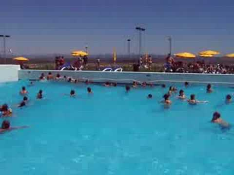 Piscine a vagues au portugal youtube for Piscine portugal