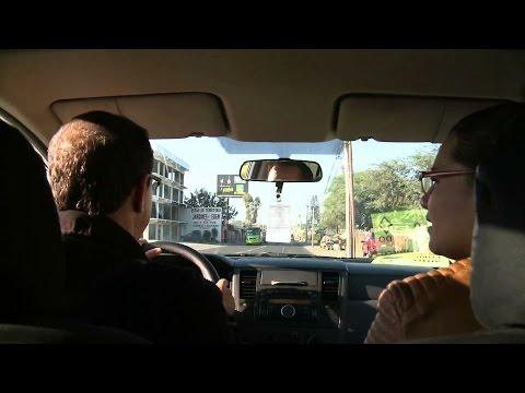 """Funcionario de Tlajomulco ofrece """"aventón"""" en su auto"""