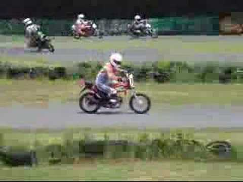 bubi-san runs at SUZUKI GS50 one make race 2007. Por shin883 hace 41 meses. 1951 vistas
