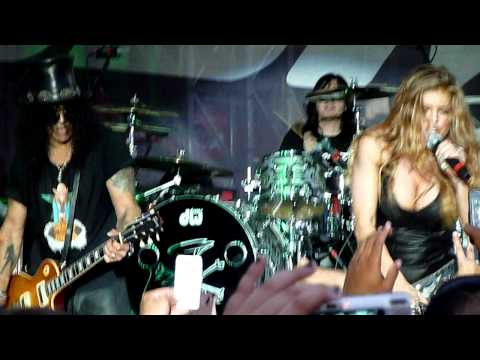 Slash, Myles Kennedy and Fergie - Barracuda