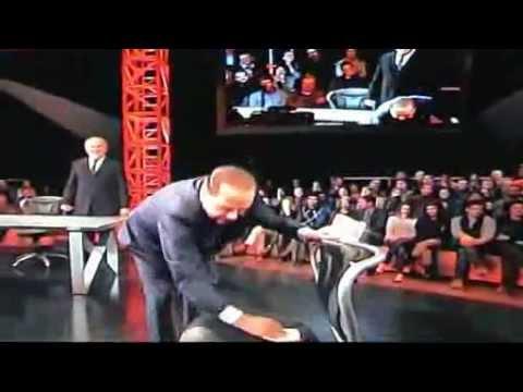 DURISSIMO scontro tra Silvio BERLUSCONI e Michele SANTORO su LA7 a Servizio Pubblico (10.01.2013)