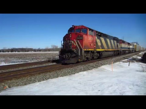 CN C40-8M, BCOL C40-8M, BNSF SD70MAC and ICG bulkhead flat cars