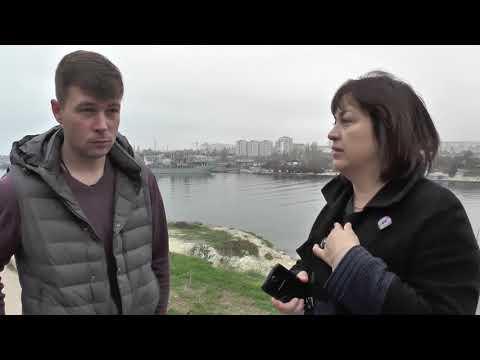 Жители Севастополя живым щитом легли под бульдозер, выступая против незаконной стройки