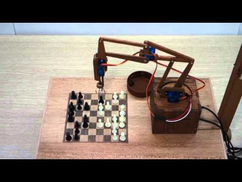 Деревянный робот играет в шахматы | ChessBot - wooden chess-playing robot
