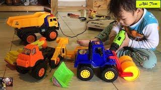 Bác thợ mộc Aki Tom, Thợ sửa chữa xe ô tô, Xe cảnh sát, Máy xúc, Nhạc thiếu nhi vui nhộn