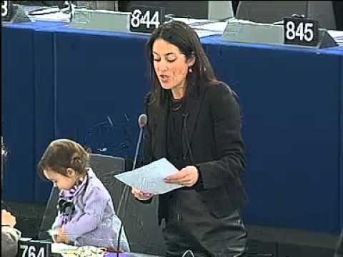 image vidéo ما الذي تفعله هذه الطفلة داخل البرلمان ؟