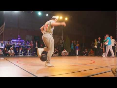 Seven To Smoke - Championnat De France Freestyle Football - Royan '12 [hd] video