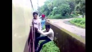 Dangerous train stunt in Mumbai