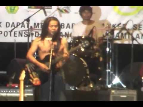 Tony Q Rastafara kong kalikong  New years reggae party 2011