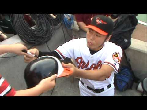 Koji Uehara Signing Autographs