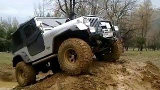 Jeep CJ7 in mud