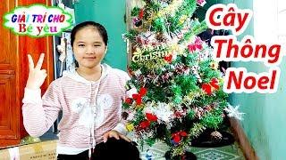 Bé Huyền Trang Trí Cây Thông Noel ❤ Giải trí cho Bé yêu