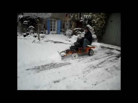 chasse neige fait maison sur mon tracteur tondeuse myvalentin001 youtube. Black Bedroom Furniture Sets. Home Design Ideas