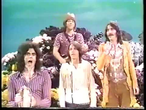 Glen & Three Dog Night - The Glen Campbell Goodtime Hour (14 Sept 1971) - Joy to the World