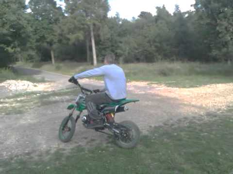 Akuma Assassin 2011 MK3 125cc motocross pit bike 4 stroke (Demo)