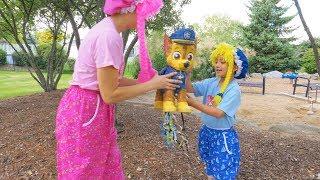 en el Parque corriendo con la Piñata llena de Dulces y Juguetes S3:E163