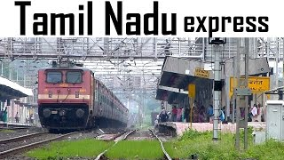 One of Indian Railways prestigious trains ! TAMIL NADU express honking through HABIBGANJ !